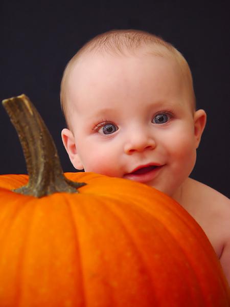 صور اطفال Baby-and-pumpkin-3a